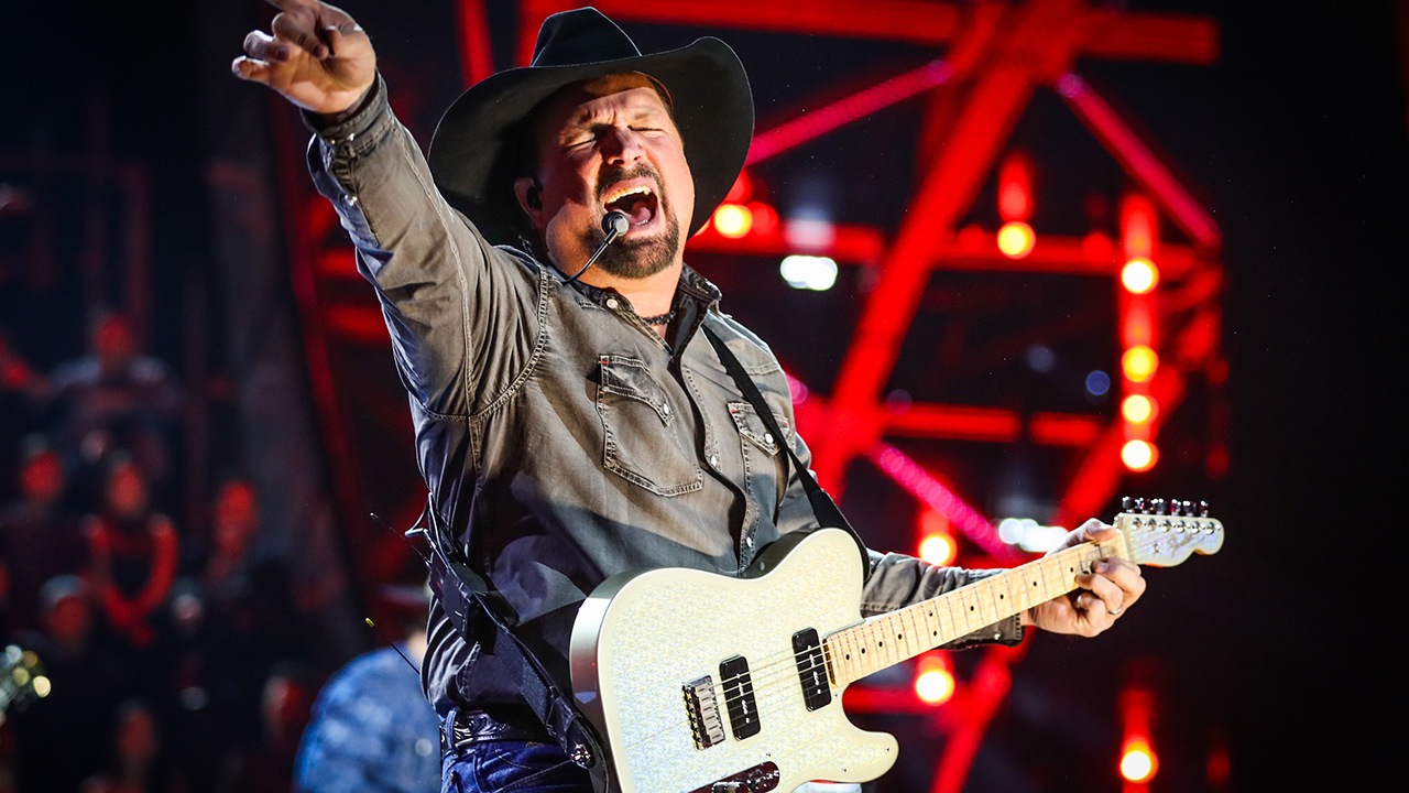 Garth Brooks to play at The Barn in Sanford on Wednesday night